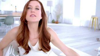 Garnier Anti-Sun Damage Daily Moisturizer TV Spot Featuring Kate Walsh - Thumbnail 4