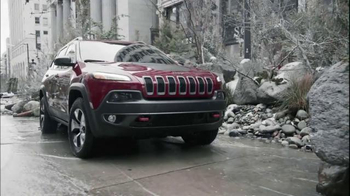 Jeep Cherokee TV Spot, 'Front and Rear Park Assist' - Thumbnail 5