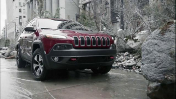 Jeep Cherokee TV Spot, 'Front and Rear Park Assist' - Thumbnail 6
