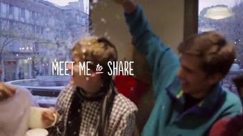 Starbucks TV Spot, 'Meet Me Holiday Share Event' Song by JD McPherson - Thumbnail 5