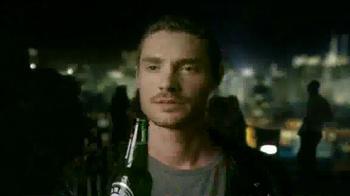 Heineken TV Spot, 'Happy Holidays' Song by Mani Hoffman - Thumbnail 7