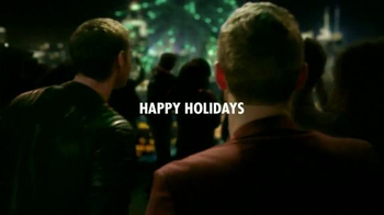 Heineken TV Spot, 'Happy Holidays' Song by Mani Hoffman - Thumbnail 8