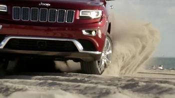 2015 Jeep Grand Cherokee Laredo TV Spot, 'Another Harsh Winter' - Thumbnail 7