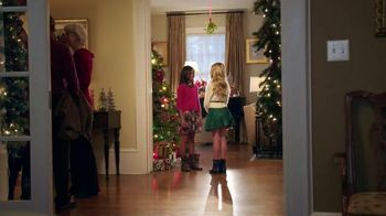 Famous Footwear TV Spot, 'Under the Mistletoe with Confidence'