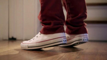 Famous Footwear TV Spot, 'Under the Mistletoe with Confidence' - Thumbnail 7