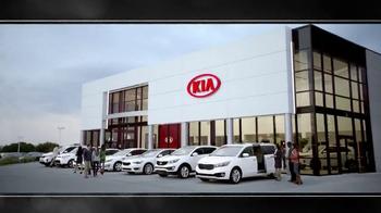 2015 Kia Optima and 2015 Kia Sorento TV Spot, 'Black Friday Deals' - Thumbnail 8