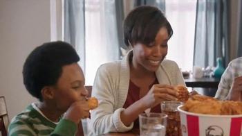 KFC Festive Feast TV Spot, 'Fit the Tree' - Thumbnail 7