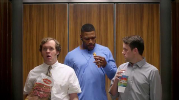 Metamucil Health Bar TV Spot, 'Elevator' Featuring Michael Strahan - Thumbnail 10