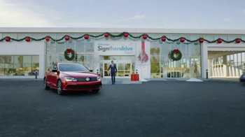 Volkswagen Sign Then Drive Event TV Spot, 'The Holiday Season is Here' - Thumbnail 5