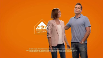Ashley Furniture Homestore Here Come the Holidays Event TV Spot, 'Buckles' - Thumbnail 10