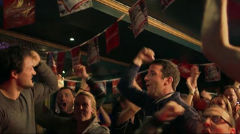 Budweiser Red Light Pitchers TV Spot, 'Hockey Night' - Thumbnail 6