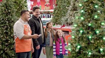 The Home Depot TV Spot, 'Una Navidad Nuestra' [Spanish] - Thumbnail 5