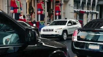 Jeep Cherokee TV Spot, 'Big Finish: Christmas Lights' - Thumbnail 1