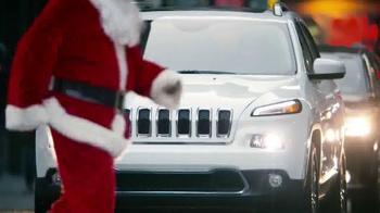 Jeep Cherokee TV Spot, 'Big Finish: Christmas Lights' - Thumbnail 2