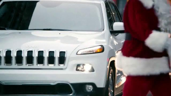 Jeep Cherokee TV Spot, 'Big Finish: Christmas Lights' - Thumbnail 3
