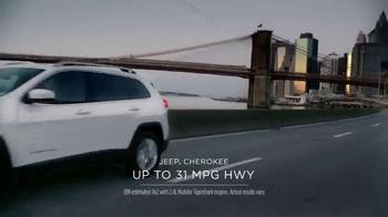 Jeep Cherokee TV Spot, 'Big Finish: Christmas Lights' - Thumbnail 4