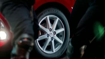 Toyota Prius C TV Spot, 'Ninjas' [Spanish] - Thumbnail 6
