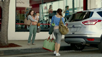 Ford Escape TV Spot, 'Manos Extra: Mamá' [Spanish] - Thumbnail 4