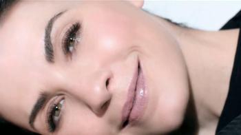 L'Oreal Revitalift Miracle Blur TV Spot, 'Suavizador' con Julianna Marguiles [Spanish] - Thumbnail 9