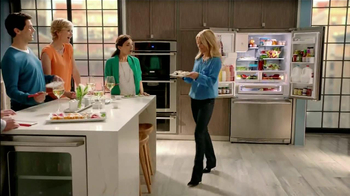 Electrolux French Door Refridgerator TV Spot Featuring Kelly Ripa - Thumbnail 7