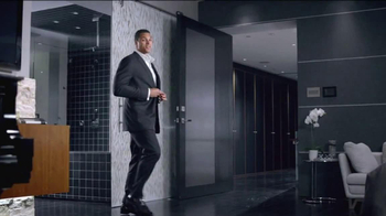 Clear Men Scalp Therapy TV Spot Featuring Tony Gonzalez - Thumbnail 4
