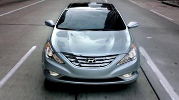 Hyundai Sonata TV Spot, '10 Years: Man' - Thumbnail 7