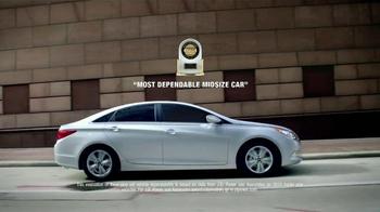 Hyundai Sonata TV Spot, '10 Years: Man' - Thumbnail 8