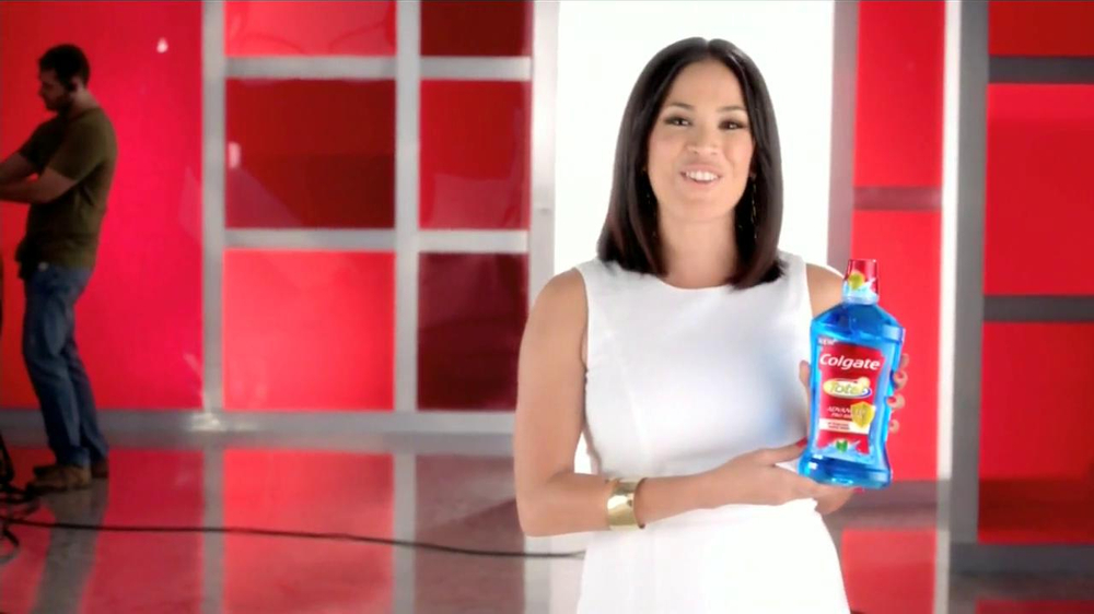 Colgate Total Adavanced TV Commercial Con Karla Mart??nez