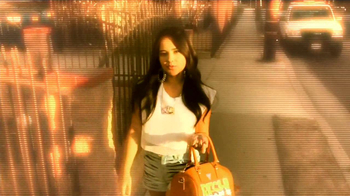 CoverGirl TV Spot, 'Premios Juventud' Con Becky G [Spanish] - Thumbnail 7