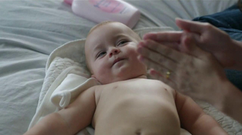 Johnson's Baby Lotion TV Spot [Spanish] - Thumbnail 3