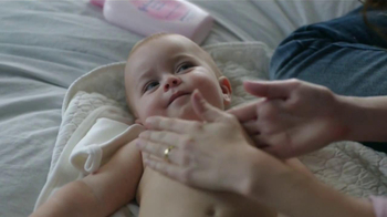 Johnson's Baby Lotion TV Spot [Spanish] - Thumbnail 4