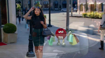 M&M's TV Spot, 'Balada de Amor' Con Naya Rivera [Spanish] - Thumbnail 2