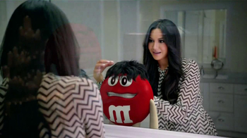 M&M's TV Spot, 'Balada de Amor' Con Naya Rivera [Spanish] - Thumbnail 3