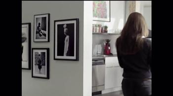 Art.com TV Spot, 'Mia and Chris's Wall Situation' - Thumbnail 9