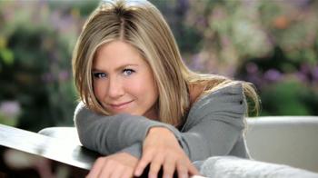 Aveeno Positively Radiant TV Spot, 'Manchas' Con Jennifer Aniston [Spanish]
