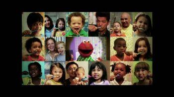 2min2x TV Spot, 'Cepillar con Elmo' [Spanish] - 10 commercial airings