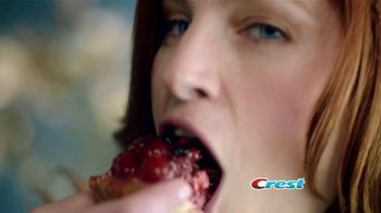 Crest 3D White Luxe TV Spot, 'Manchas en los Dientes' [Spanish] - Thumbnail 2