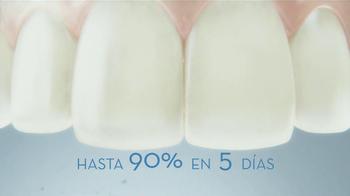 Crest 3D White Luxe TV Spot, 'Manchas en los Dientes' [Spanish] - Thumbnail 8