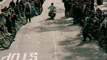 GEICO Motorcycle TV Spot, 'Money Man: Bike Rally' - Thumbnail 6