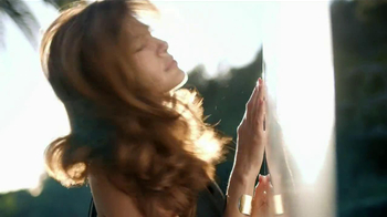 Pantene Smooth TV Spot, 'Summer Frizz' Featuring Eva Mendes - Thumbnail 1
