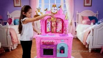 Disney Princess Royal Kingdom Kitchen Cafe TV Spot, 'Royal Meals' - Thumbnail 2