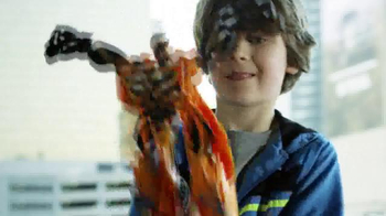 Transformers: Age of Extinction Mega 1-Step Bumblebee Figure TV Spot - Thumbnail 5