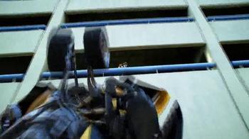 Transformers: Age of Extinction Mega 1-Step Bumblebee Figure TV Spot - Thumbnail 7