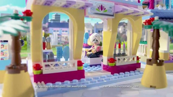 LEGO Friends Heartlake Shopping Mall TV Spot, 'Emma & Stephanie Meet Up' - Thumbnail 6