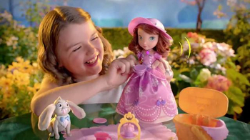 Sofia the First Tea Party Picnic Doll TV Spot, 'Cupcakes, Tea and Clover' - Thumbnail 8