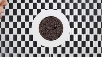 Oreo Thins TV Spot, 'Thinner' - Thumbnail 5