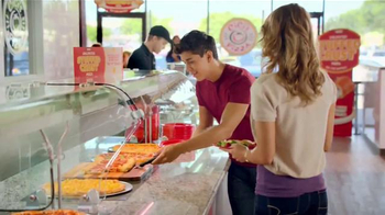 CiCi's Stuffed Crust Pizza TV Spot, 'Sueña' canción Gary Wright [Spanish] - Thumbnail 3