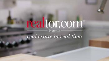 Realtor.com TV Spot, 'FOMOHD' Featuring Elizabeth Banks - Thumbnail 1
