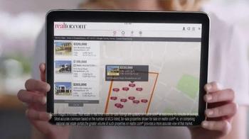 Realtor.com TV Spot, 'FOMOHD' Featuring Elizabeth Banks - Thumbnail 4