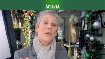 Activia TV Spot, 'Christmas Decorations' Featuring Jamie Lee Curtis - Thumbnail 5